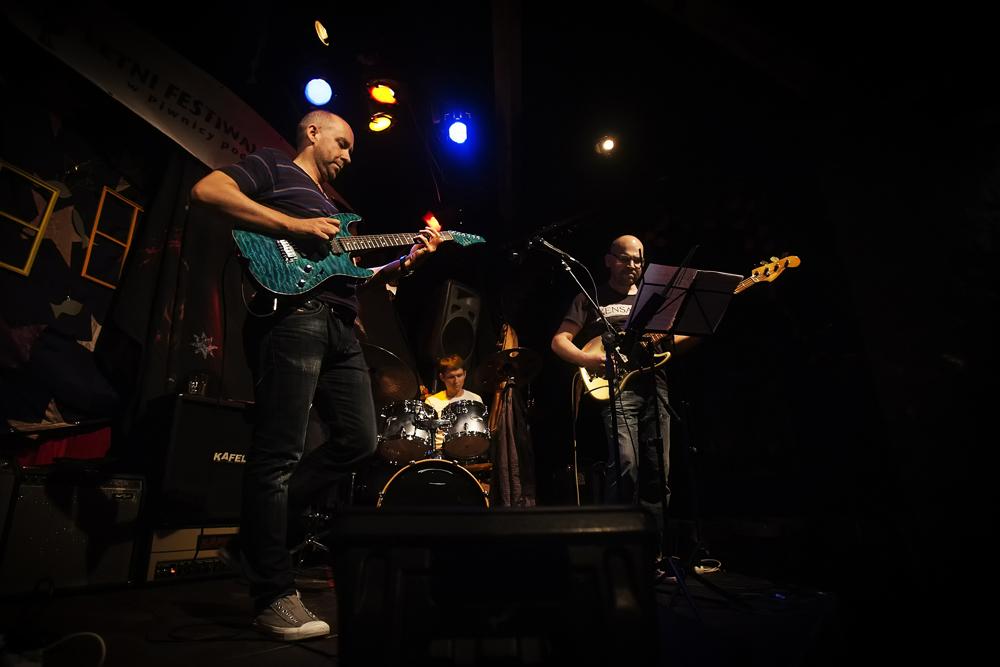 MAREK NAPIÓRKOWSKI ADAM KOWALEWSKI PATRYK DOBOSZ Letni Festiwal Jazzowy w Piwnicy Pod Baranami